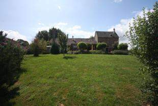 5 bedroom home in Chiddes, Bourgogne...