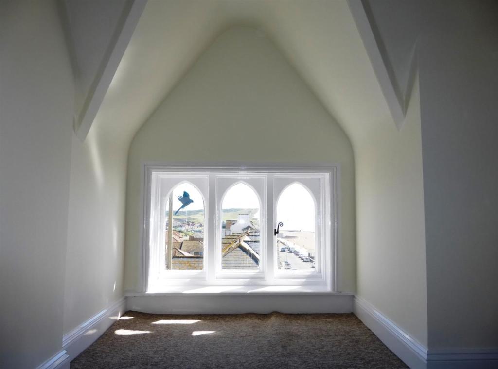 Bedroom 1 - feature