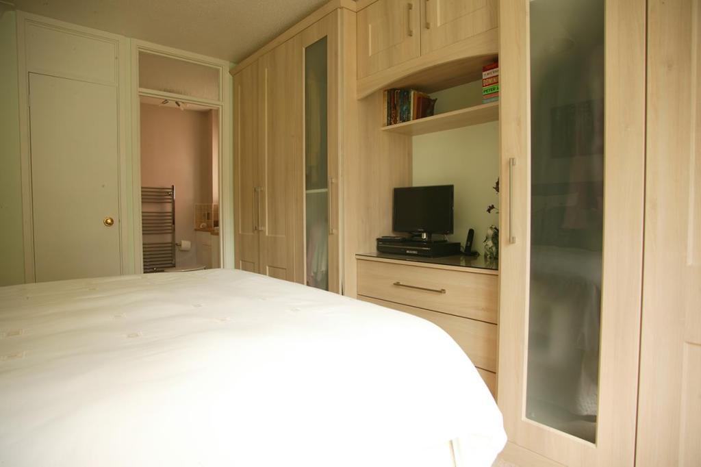 Master bedroom_7470.