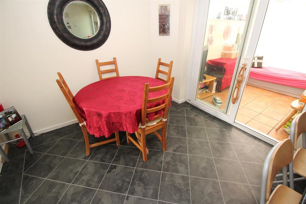 kitchen diner (2).JP