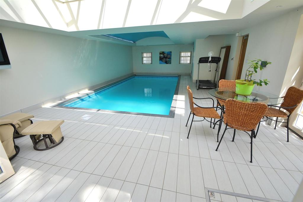 Orangery/Pool Room