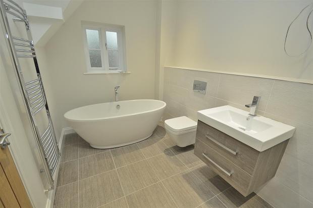 Bed 1 En-Suite Bathroom