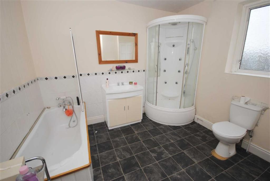COMBINED BATHROOM/WC