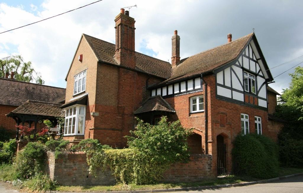 4 bedroom semi-detached house for sale in Moat Lane, Wingrave ...