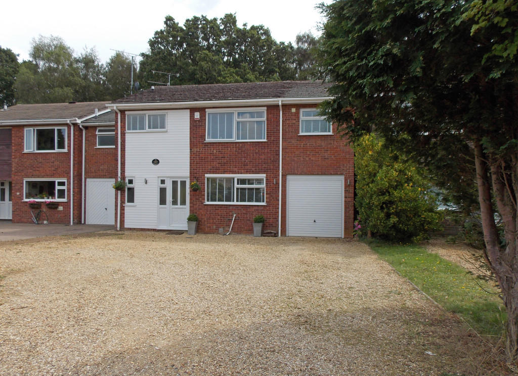 Russen Turner Property In Willow Road South Wootton