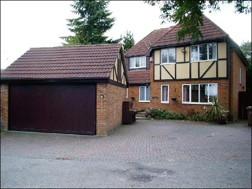 4 bedroom Detached house in Grange Avenue, Luton,
