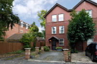 4 bedroom End of Terrace property to rent in The Drive, Wimbledon
