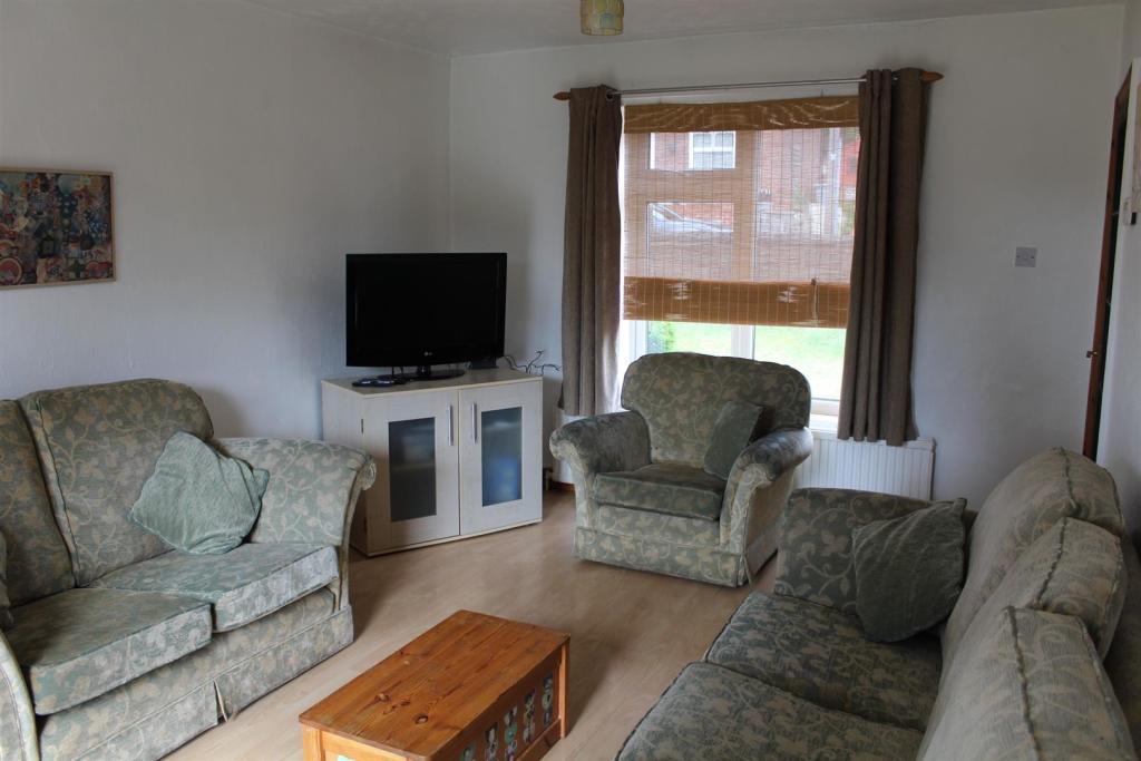 lounge x 2.jpg
