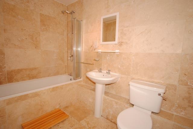 25 Terrace Bathroom.