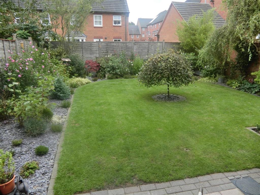 Landscaped Rear Gard