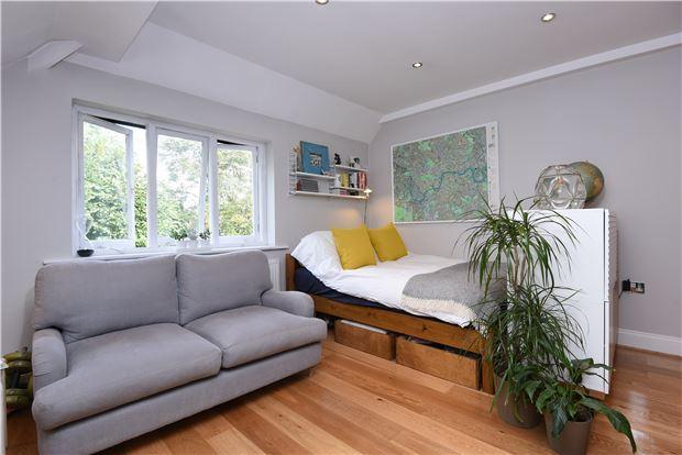 Reception/Sleeping Area(5)c