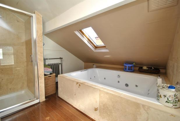 Bath en suite.JPG