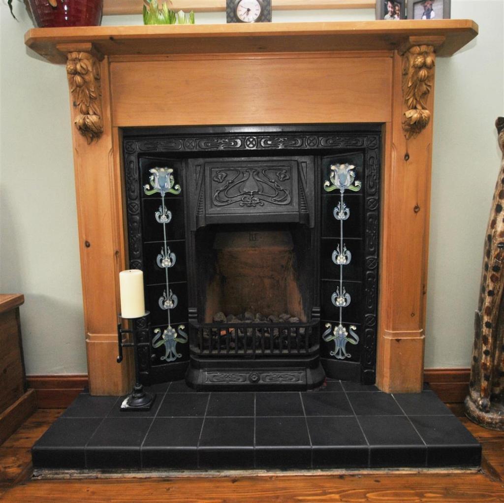 R1 fireplace.JPG