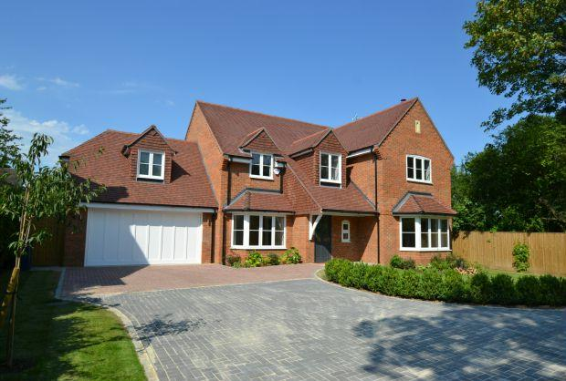 4 bedroom detached house for sale in cedar grove amersham for New kitchen cedar grove