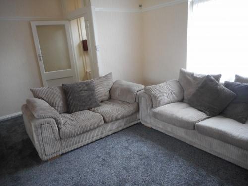 1431_Living room 2.JPG