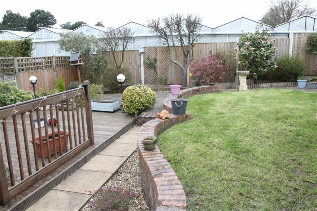 3 Bedroom Detached House For Sale In Woodthorpe Gardens