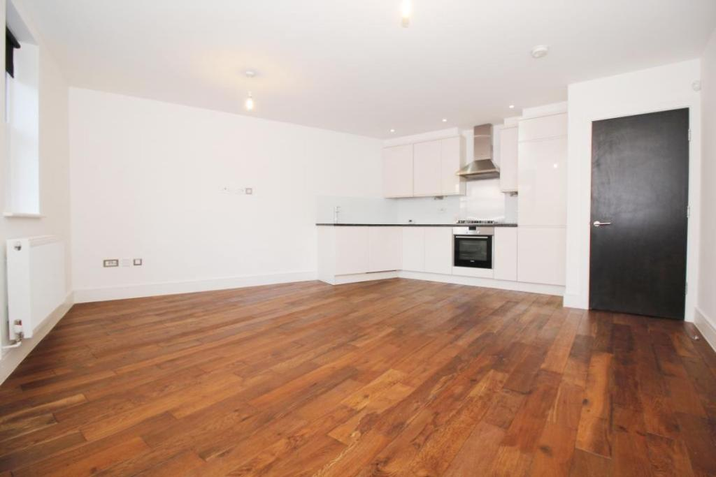 2 bedroom flat to rent in Plaistow Lane, Bromley, BR1, BR1