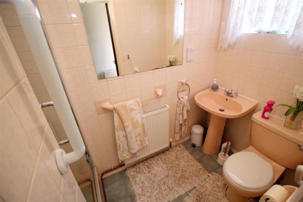 Downstairs Shower-Ro