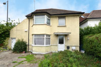 3 bedroom Detached home in The Vale, London, NW11