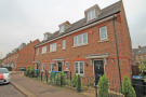 Town House to rent in Queens Avenue, Watford...