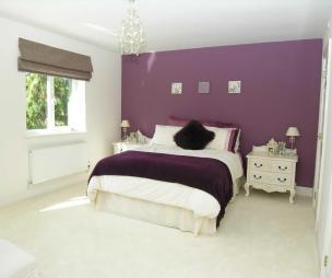 Roman blind design ideas photos inspiration rightmove for Cream and purple bedroom ideas
