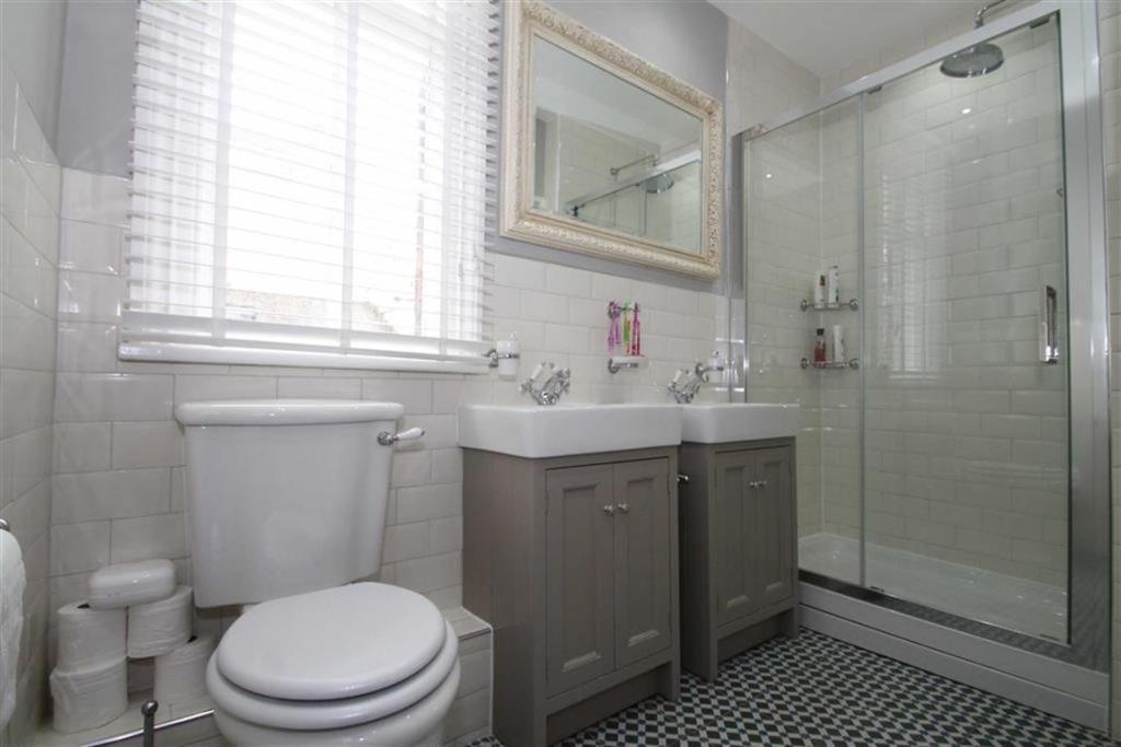 Part Tiled Shower Ro
