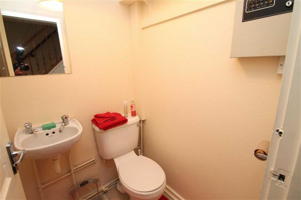 Guest Cloakroom/WC