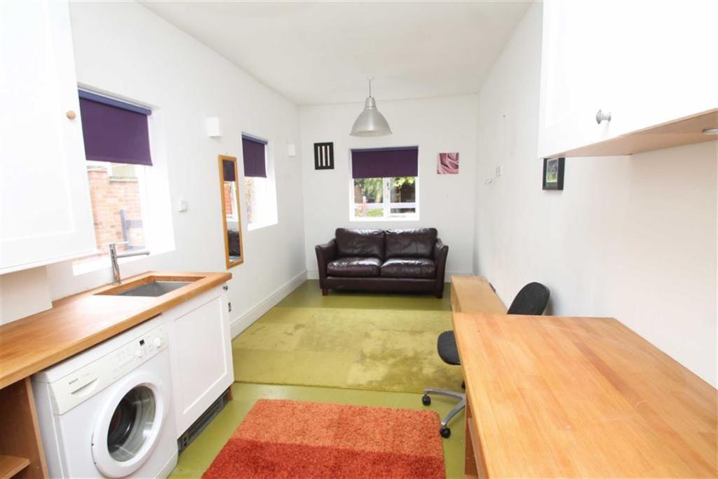 Sitting/Utility Room