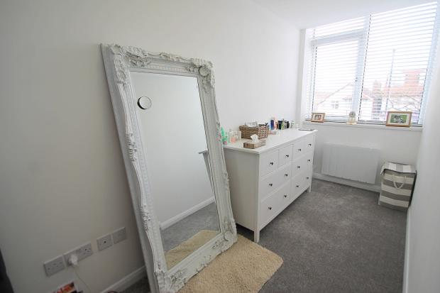 bed 1 dressing area