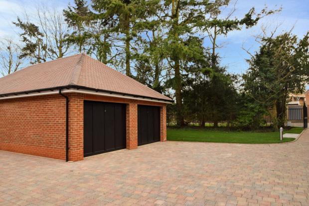 4 bedroom semi detached house for sale in applewood poyle lane burnham sl1 sl1
