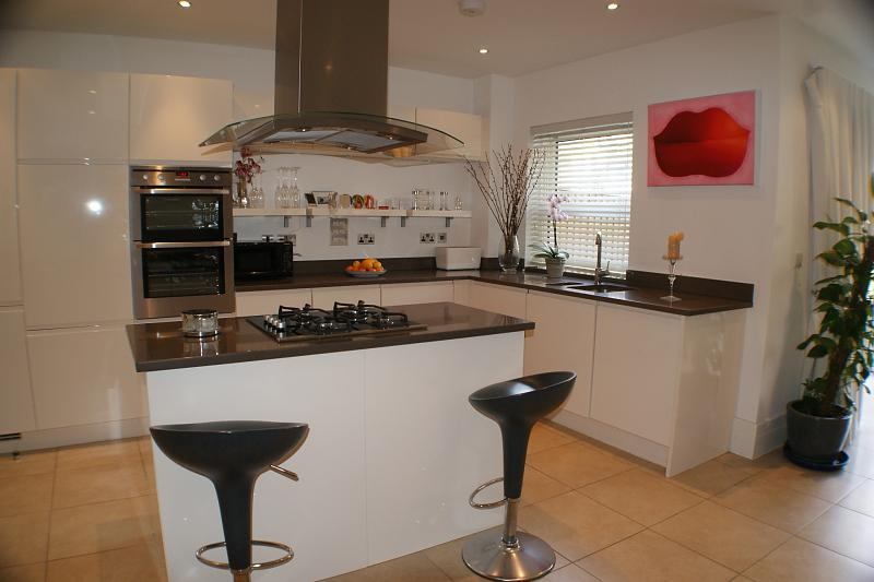 Kitchen island size for 4 stools - Breakfast Bar Design Ideas Photos Amp Inspiration Rightmove Home