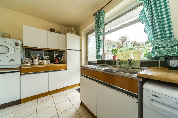 2 bedroom bungalow for sale in castlefields istead rise for G kitchen gravesend