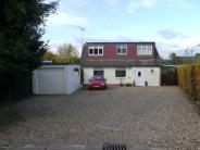 Bungalow in Roe Green Close...