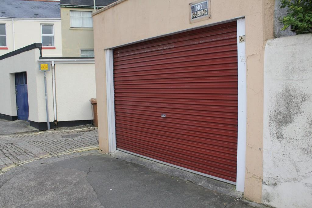 Garage for sale in plymouth city centre pl4 for Plymouth garage doors