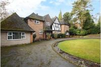 5 bed Detached house in Dukes Covert, Bagshot