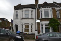 1 bed Studio apartment in Felixstowe Road, London...