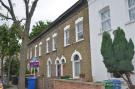 Terraced home to rent in Simms Road, Bermondsey...