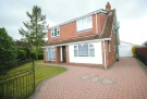 3 bedroom Detached property to rent in Carlton Road, Healing...