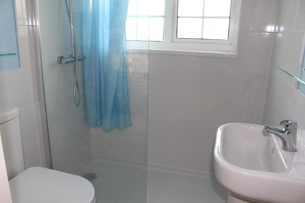 White suite showe...