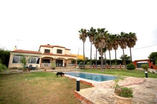 4 bed Detached house in Estepona, , Spain