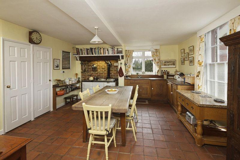 Farmhouse kitchen rustic design ideas photos inspiration rightmove home ideas - Rustic farmhouse kitchen ...