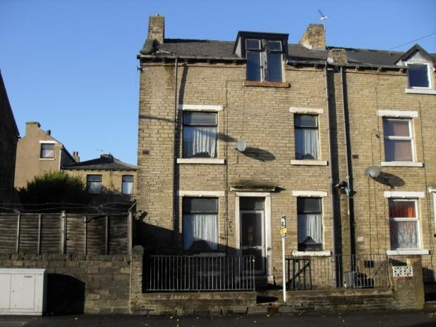 3 bedroom terraced house for sale in Queens Road, Halifax, HX1, HX1