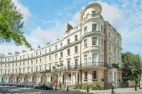 2 bedroom Apartment in Royal Crescent...