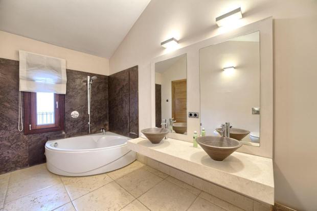DESINER BATHROOMS