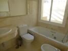 FULL SIZE BATHROOM