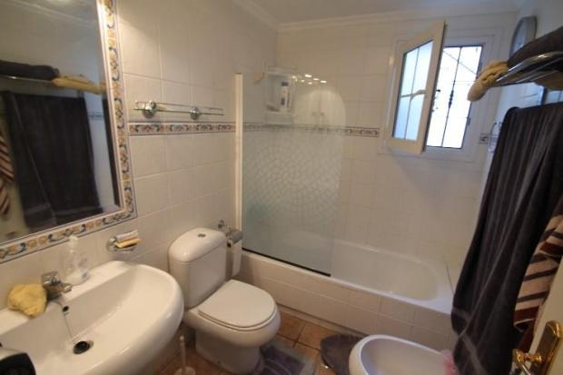 LARGE TILED BATHROOM