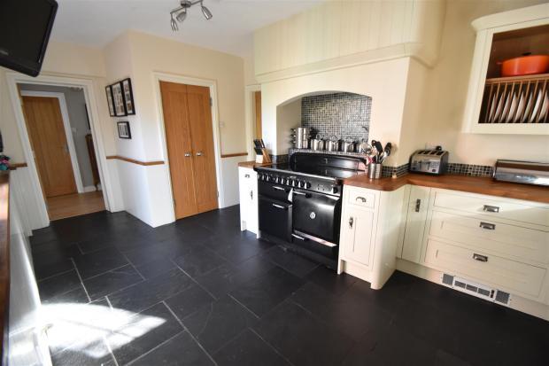 Kitchen (L Shaped)