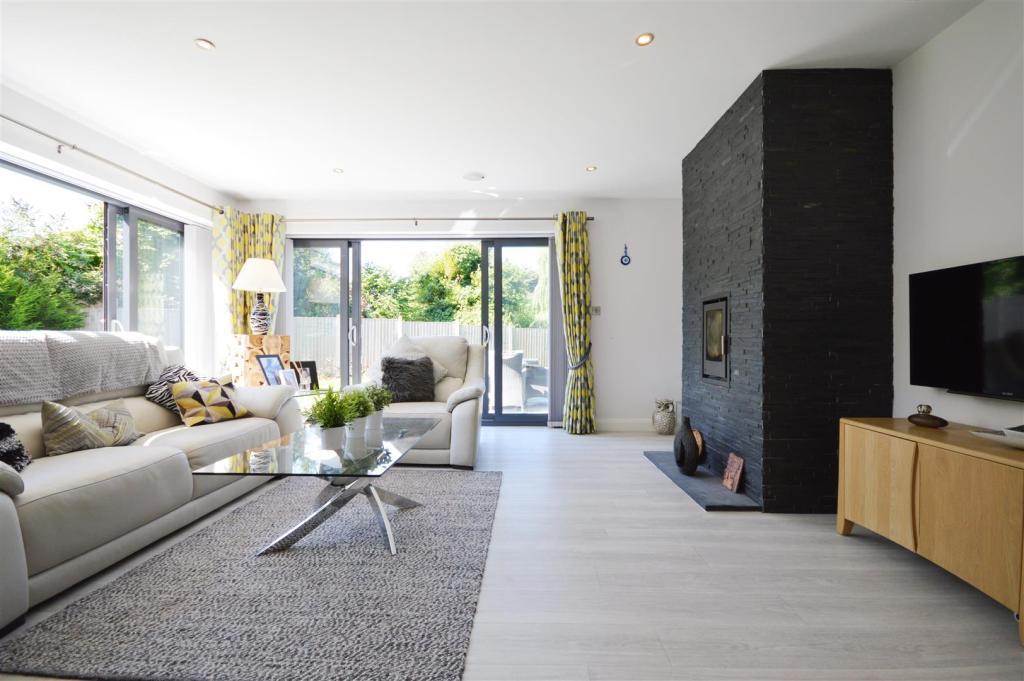 Living Room 1 (2).JP
