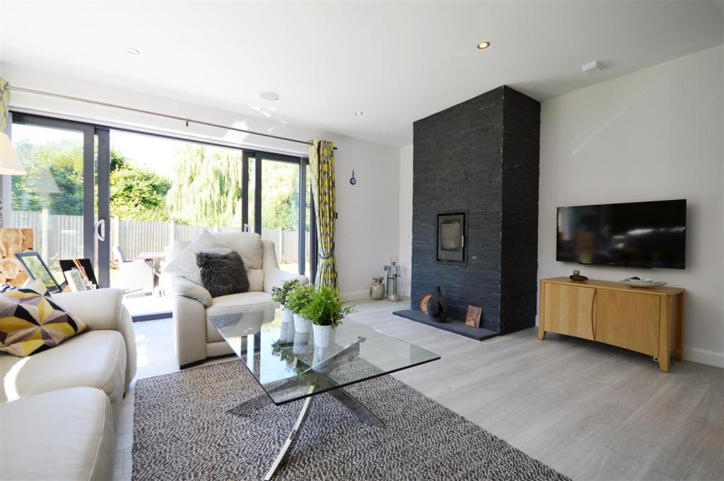 Living Room 2 (2).JP