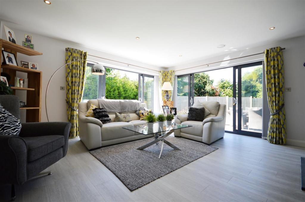 Living Room 3 (2).JP